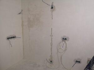 прокладка кабеля и монтаж подрозетников